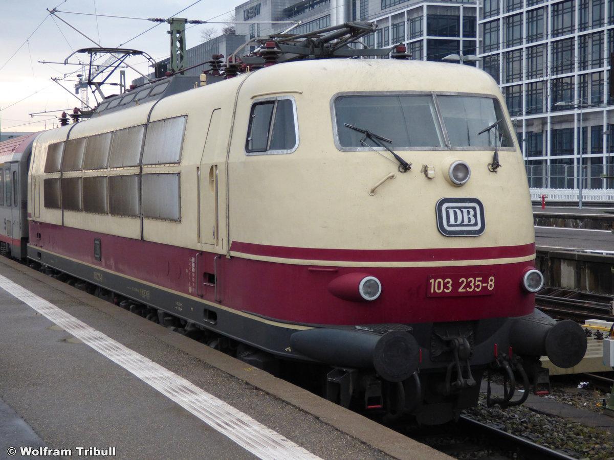 103 235-8 aufgenommen am 11.01.2014 im Hauptbahnhof Stuttgart