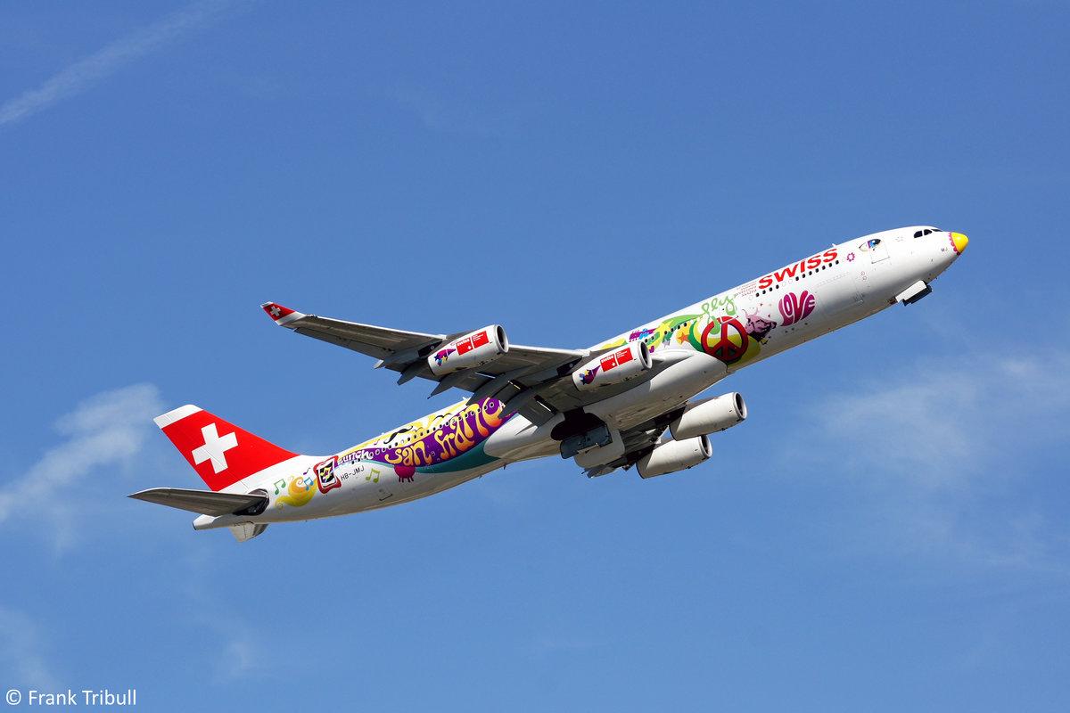 Ein Airbus A340-313X von Swiss mit der Kennung HB-JMJ aufgenommen am 03.10.2010 am Züricher Flughafen.