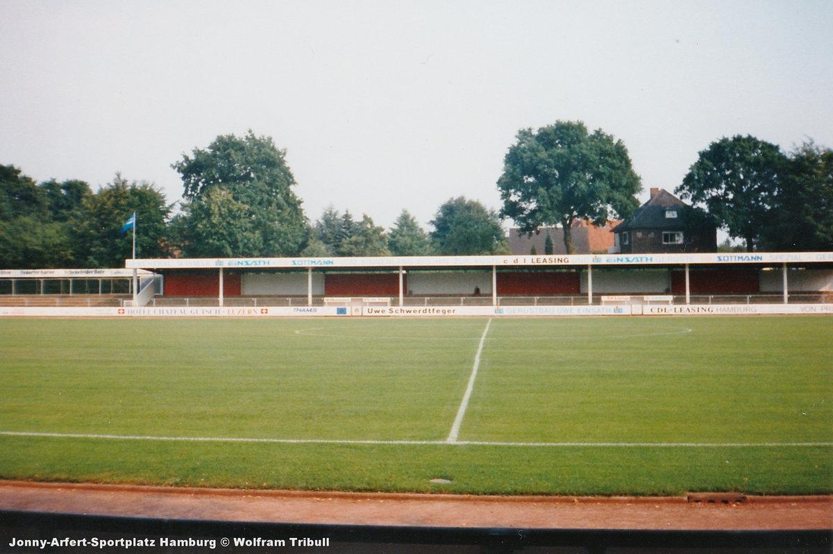 Jonny-Arfert-Sportplatz aufgenommen im August 1994