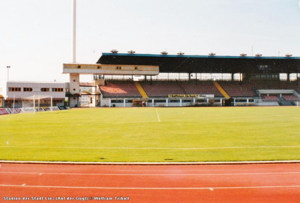 Stadion der Stadt Linz (Auf der Gugl) aufgenommen 1995