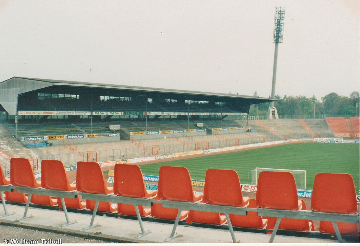 Wildparkstadion Karlsruhe aufgenommen am 26. August 1995